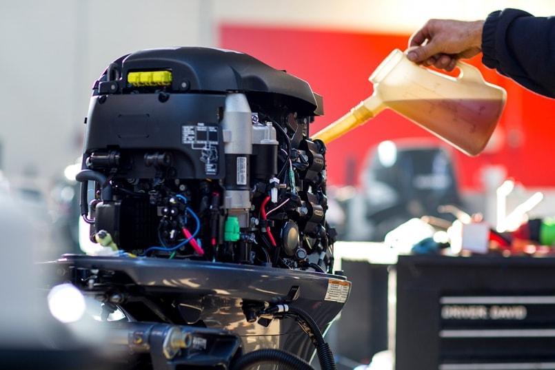 Afbeeldingsresultaat voor monteur buitenboordmotor